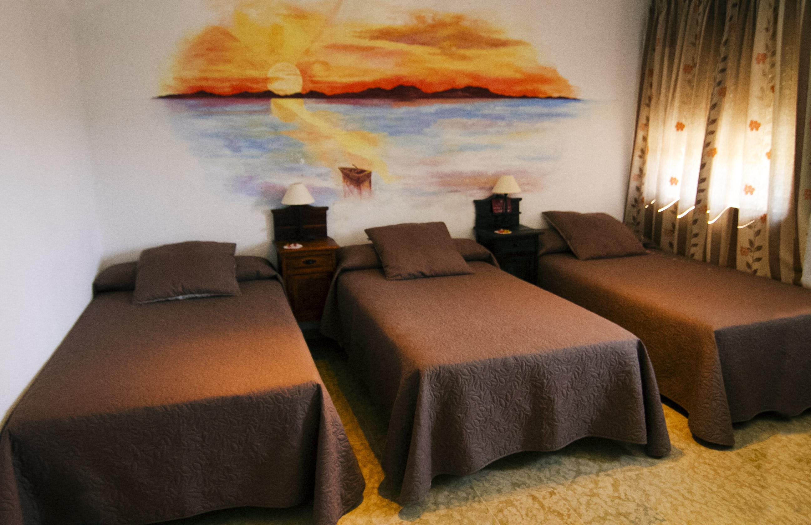 Habitación triple en Hotel Puerta Nazarí en Órgiva, Alpujarra Granada