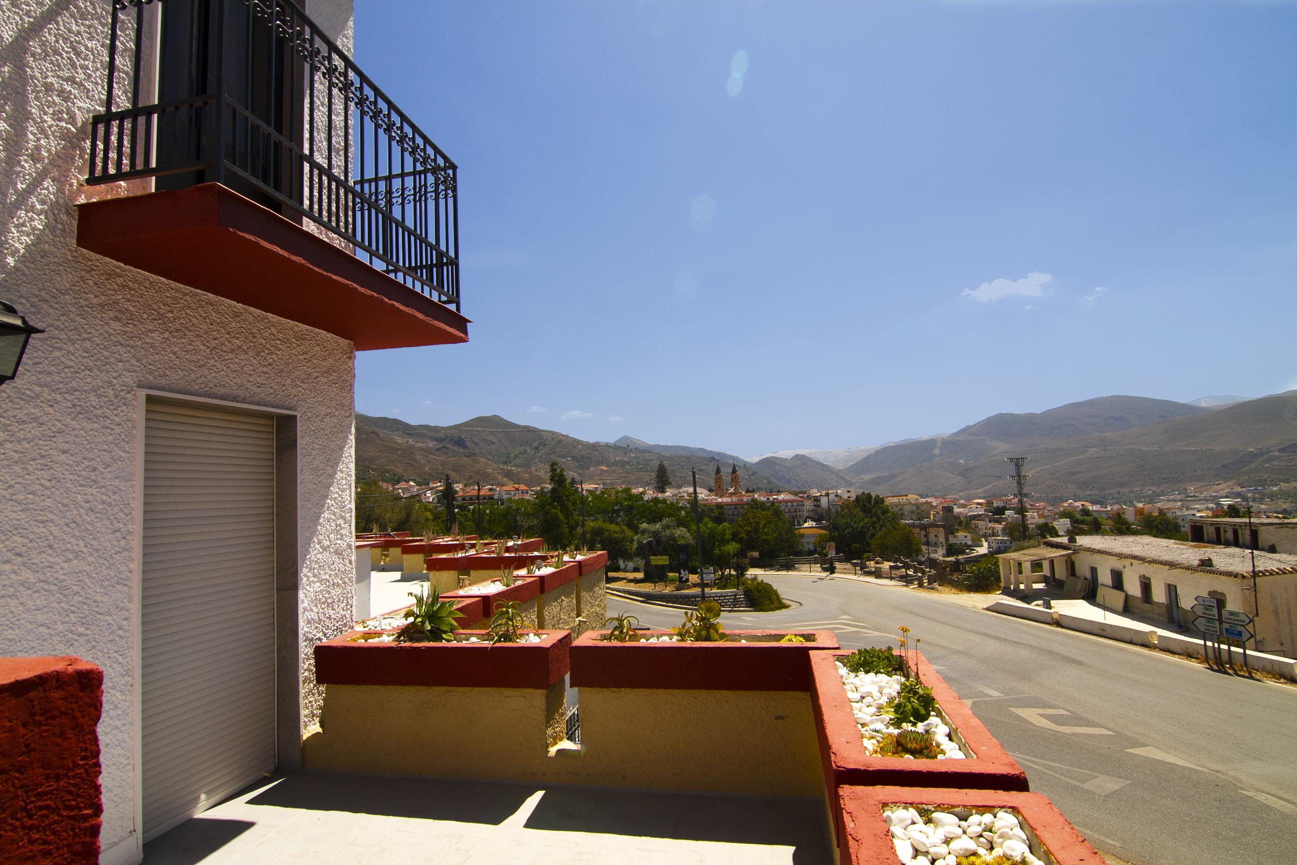 Balcones de Hotel Puerta Nazarí en Órgiva, Alpujarra Granada