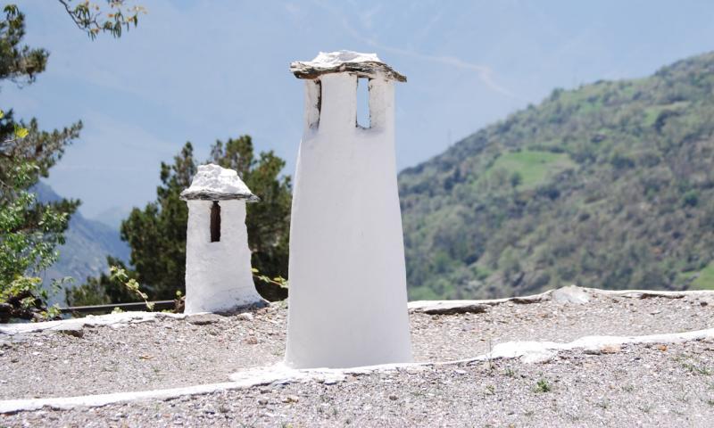 'Las chimeneas de altura de la Alpujarra': reportaje sobre Capileira